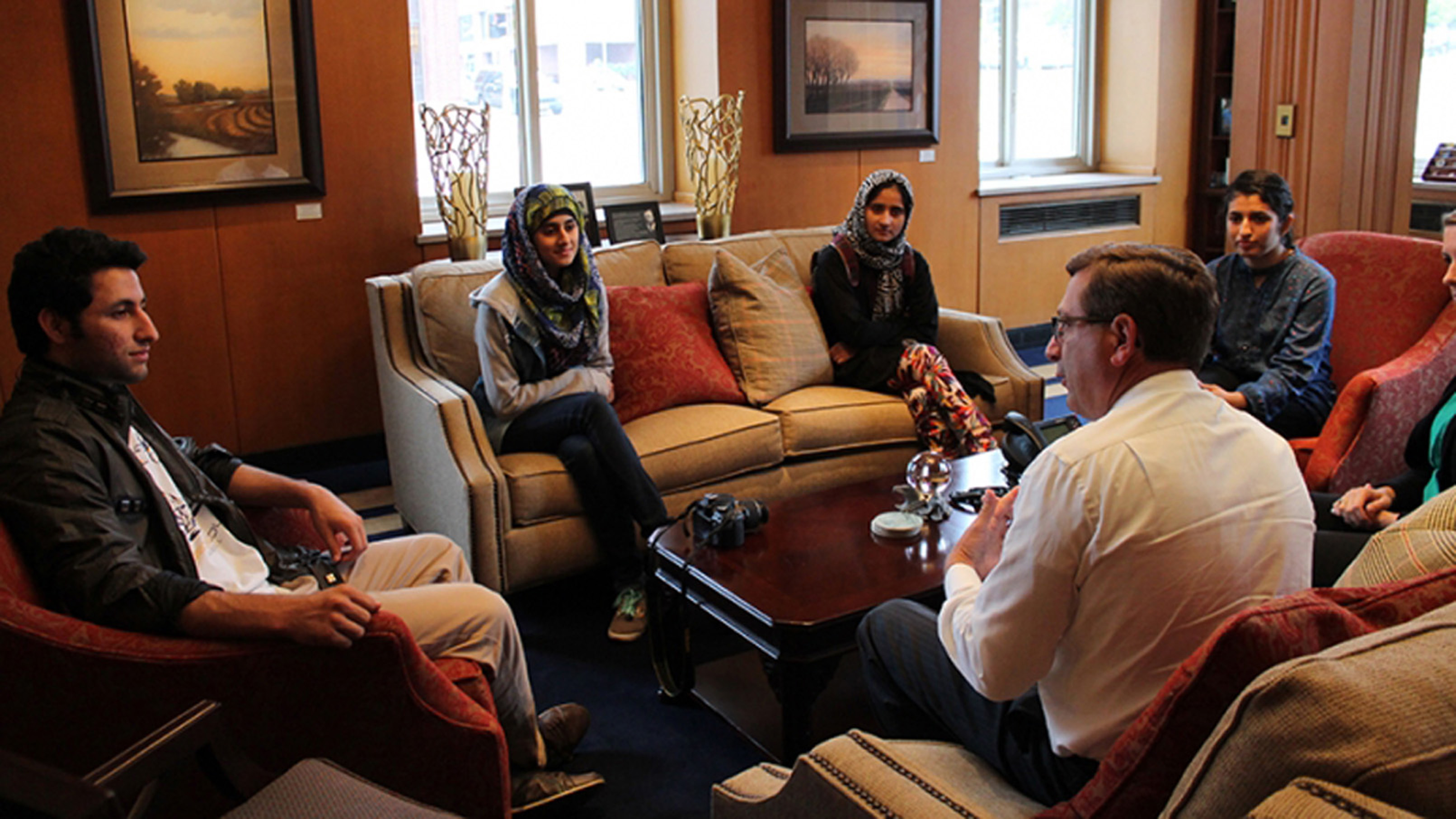 Ubaidullah, Ayesha Tariq, Bushra Malik and Hamna Tariq with Mayor Huether