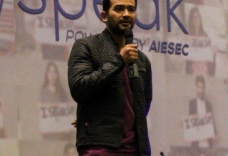 EducationUSA adviser, Omer Zulfikar speaking at an event