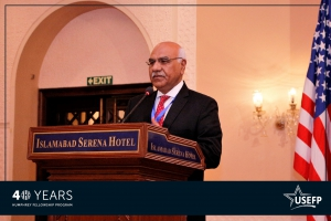 Senior Humphrey alumnus, Dr. Amjad Saqib delivering the keynote address at the conference